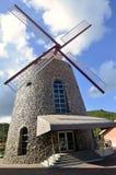 Alter Sugar Mill Replica Powered durch Wind-Mühle Stockbild