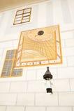 Alter Sun-dial auf einer Wand Lizenzfreies Stockbild