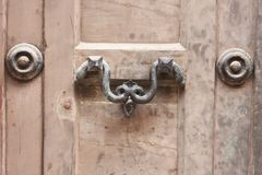 Alter Türgriff in Venedig Italien Stockbild