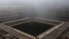 Alter Teich mit Nebel Lizenzfreie Stockbilder