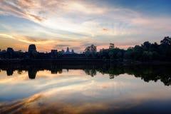 Alter Tempel Angkor Wat bei Sonnenaufgang Stadtzentrum von Siem Reap, Kambodscha Lizenzfreies Stockfoto