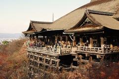 Alter Tempel auf Stelzen Stockfotos