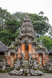 Alter Tempel im Ubud-Affe-Wald, Bali-Insel Stockfoto