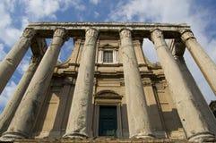 Alter Tempel mit Pfosten Stockbilder