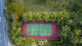 Alter Tennisplatz geschossen in der Vogelschau lizenzfreie stockbilder