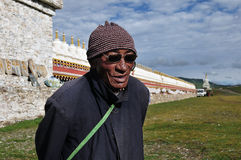 Alter tibetanischer Mann Stockfotos