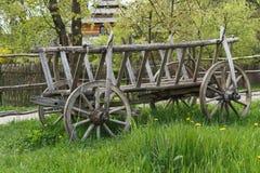 Alter traditioneller hölzerner Wagen, Zakarpattia-Region, Ukraine stockfotografie