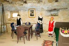 Alter traditioneller mittelalterlicher szekely ungarischer Hauptinnenraum, Siebenbürgen, Rumänien Lizenzfreies Stockbild