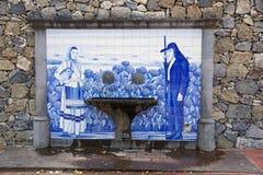 Alter traditioneller Trinkbrunnen stockbilder