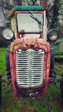 Alter Traktor der Weinlese Stockfotografie