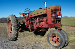 Alter Traktor für Verkauf Stockfotos