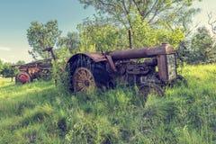 Alter Traktor im Ostfreistaat Stockfotos