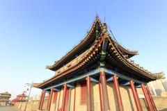 Alter Turm auf Xian-Stadtmauer am Nachmittag im Winter Stockbild