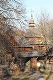 Alter ukrainischer Tempel in einer Naturlandschaft Stockbilder