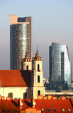 Alter und neuer Vilnius   Lizenzfreie Stockfotos