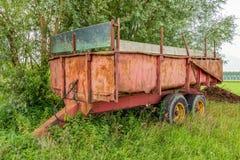 Alter und rostiger Ackerwagen Lizenzfreie Stockfotos