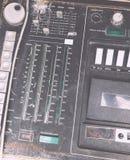 Alter unnötiger fehlerhafter musikalischer Ausrüstungsmischerprüfer DJ steuern Stockfotos