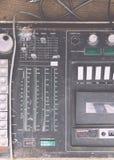 Alter unnötiger fehlerhafter musikalischer Ausrüstungsmischerprüfer DJ steuern Lizenzfreie Stockbilder