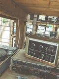 Alter unnötiger fehlerhafter musikalischer Ausrüstungsmischerprüfer DJ steuern Lizenzfreies Stockbild