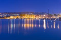 Alter venetianischer Hafen von Chania auf Kreta nachts Lizenzfreies Stockfoto
