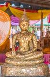 Alter vergoldeter Buddha, Thailand stockbilder