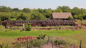 Alter verlassener Bauernhof Lizenzfreie Stockbilder