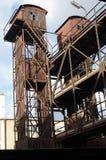 Alter verlassener Industriebau im Bahnhof in Prag Stockfoto