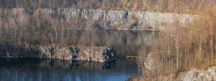 Alter verlassener Tagebau lizenzfreies stockfoto