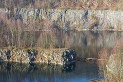 Alter verlassener Tagebau Stockbilder