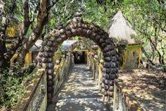 Alter verlassener Tempel im Dschungel von Indien Stockfotos