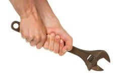 Alter verrosteter justierbarer Schlüssel in einer Hand Lizenzfreies Stockbild