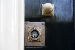 Alter Verschluss auf einer Tür Lizenzfreie Stockfotografie