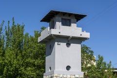 Alter Wachturm im Konzentrationslager lizenzfreie stockfotografie