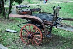 Alter Wagen auf dem Feld Lizenzfreie Stockbilder