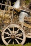 Alter Wagen der Milch mit Stroh Stockbilder
