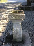 Alter Wassertrinker in Fatima-Schrein lizenzfreie stockfotos