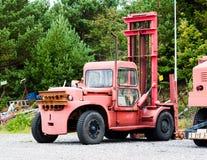 Alter Weinlese-Bootslift-LKW Lizenzfreie Stockfotos