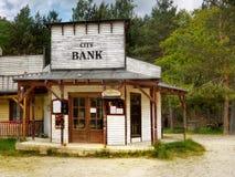 Alter Westsaal und Bank Lizenzfreie Stockbilder