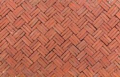 Alter Ziegelstein, der auf einem Bürgersteig, altes altes flo Schmutz des roten Backsteins pflastert Lizenzfreie Stockfotografie