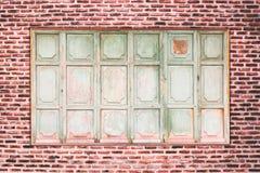 Alter Ziegelstein und altes Fenster Lizenzfreie Stockfotografie