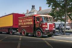 Alter Zirkus-Lastwagen, Anhänger und Wohnwagen Lizenzfreies Stockbild