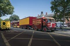 Alter Zirkus-Lastwagen, Anhänger und Wohnwagen Stockfoto