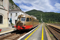 Alter Zug auf der Eisenbahn Lizenzfreie Stockfotografie