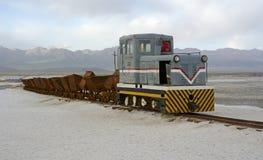 Alter Zug in Chaka Salt Lake Lizenzfreies Stockfoto