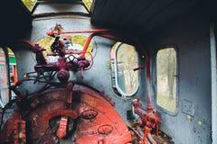 Alter Zug-Fahrerhaus-Dampf PunkOld-Zug-Fahrerhaus-Dampf-Punkhebelarm Stockfoto