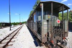 Alter Zuglastwagen in der Station Stockbilder