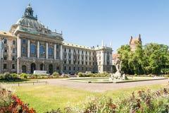 Altere Botanischer Garten y palacio de la justicia en Munich Imagenes de archivo