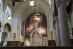 Altere con el fresco en iglesia abaondoned católica foto de archivo libre de regalías