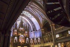 Altere y los balcones dentro de la basílica de Notre Dame, Montreal, Que foto de archivo