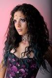 Alternatieve bruid met tiara en halsband stock fotografie